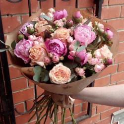 Букет «Букет из пионов и роз»
